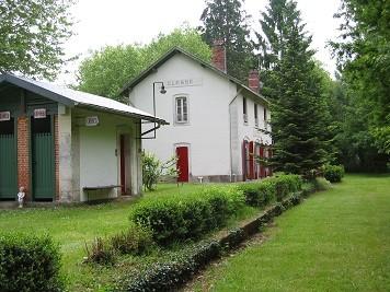 Ancienne gare de Cléssé 79350: bâtiment voyageurs
